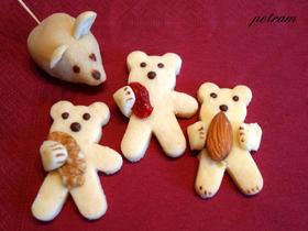 Medvídci s plnou náručí