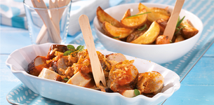 Opečený párek s curry omáčkou a rozmarýnovými brambory