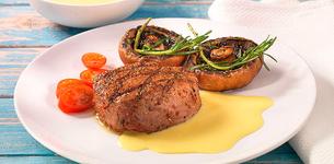Steak na grilu s houbami a holandskou omáčkou