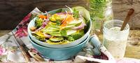 Salát z cukety s jablkem a mrkví