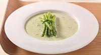 Zeleninová jarní polévka se zeleným chřestem