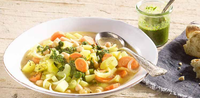 Vydatná bramborová polévka s cizrnou a bylinkovým-chilli olejem