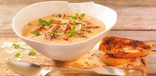 Houbová polévka s chorizem a pečenou bagetkou
