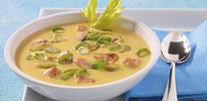 Curry-rýžová polévka s kuřecími nudličkami a žampiony