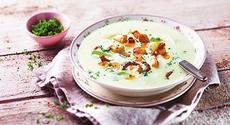 Krémová zeleninová polévka s kuřecím masem a slaninou