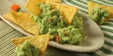 Guacamole s tortillou chips