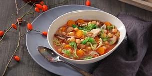 Bohatá podzimní polévka