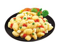 Gnocchi s kuřecím masem, špenátem a sýrovou omáčkou